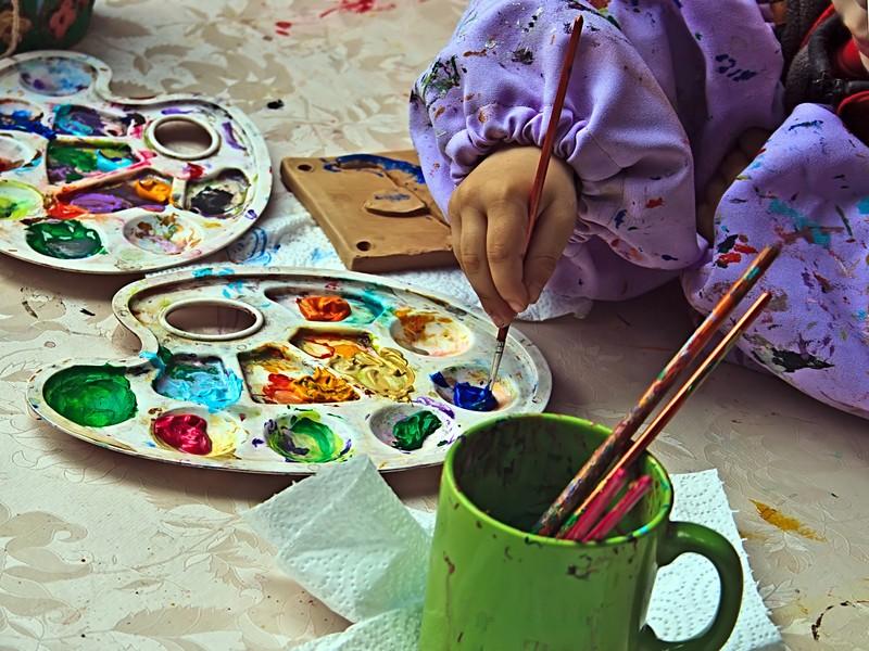 Atelier de peinture avec des enfants